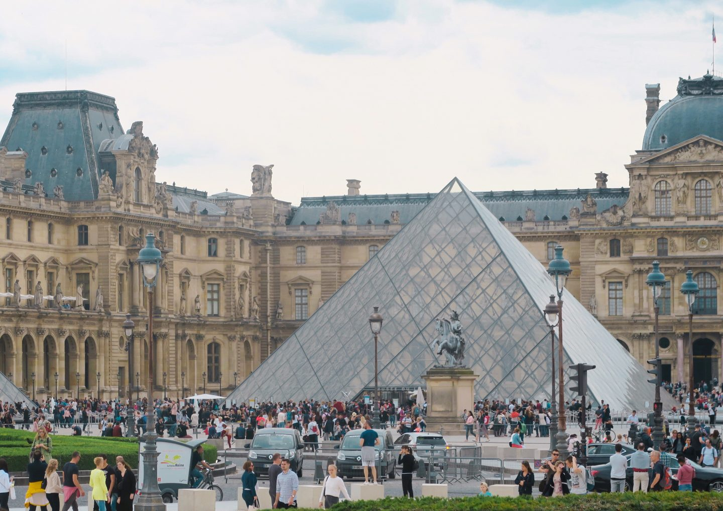 The pyramid at the Louvre museum and gallery A row of Parisian houses on Monmarte in day trip to Paris on a budget on francescasophia.co.uk